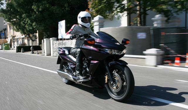Honda DN-01 in Fahrt