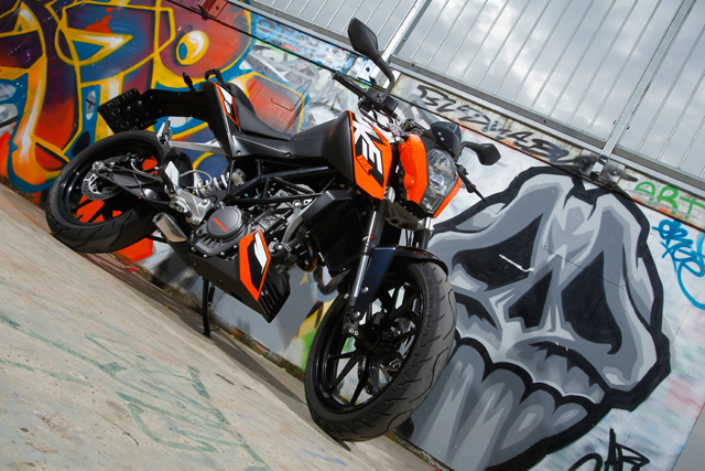 ktm duke 125 test leistung technische daten gebraucht. Black Bedroom Furniture Sets. Home Design Ideas