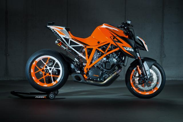 1290 super duke r live modellnews. Black Bedroom Furniture Sets. Home Design Ideas