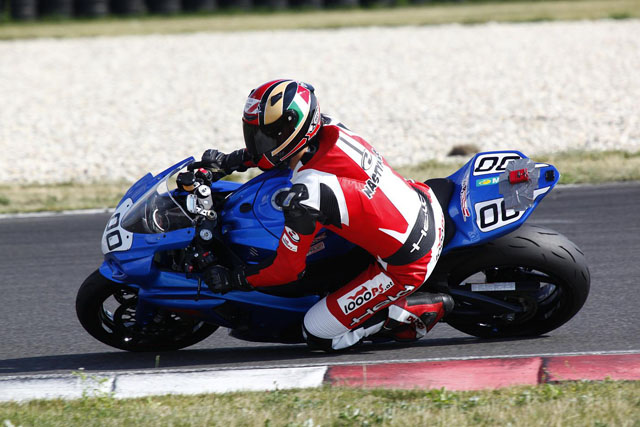http://www.motorrad-testbericht.at/magazin/racing/schnell_ohne_talent/Gruppe_Rot_2_gripparty_slovakiaring_juli_2013_062.jpg